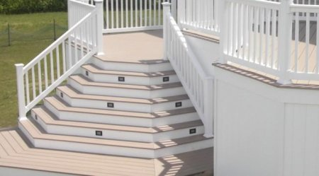 Лестницавыходящая на террасу