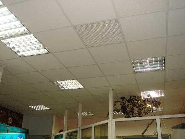 Дизайн потолка в магазине