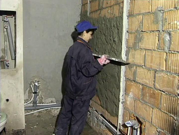 Как заштукатурить кирпичные стены своими руками