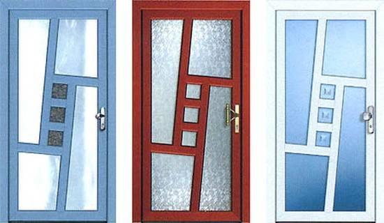 окна пвх и металлические двери в одной компании