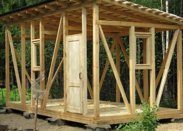Как построить дачную бытовку