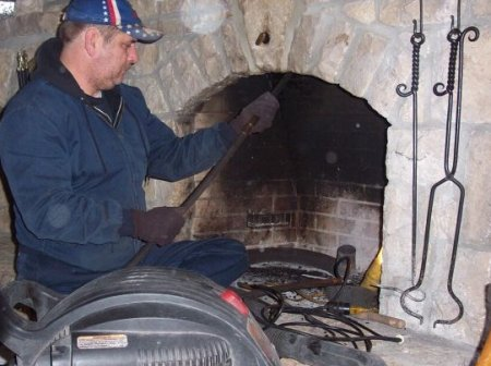 Как очистить дымоход печи или камина