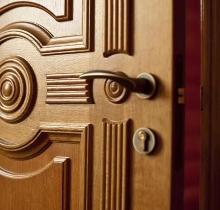Двери с фрамугами – изящное решение проблемы