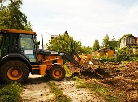 Расчистка участка от деревьев для будущего фундамента