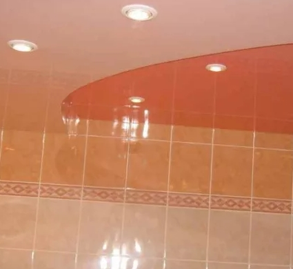 Каким должен быть потолок в ванной?