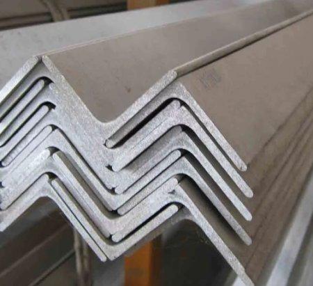 Уголок металлический равнополочный