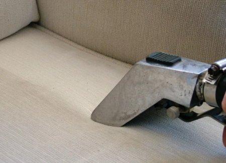 Особенности, виды и преимущества профессиональной химчистки мягкой мебели