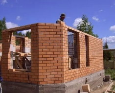 Этапы строительства коттеджей из кирпича